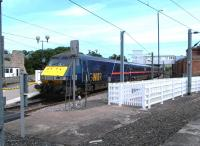 An up GNER service calls at Berwick on 26 August 2004. A view no longer possible due to new fencing.<br><br>[Colin Miller&nbsp;26/08/2004]