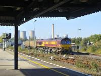 DBS 66068 carrying out some shunting operations in the yard at Didcot on a sunny 14 October.<br> <br><br>[Peter Todd 14/10/2011]