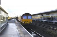 66057 runs into Swindon's platform 3 with a freight on 27 October.<br> <br><br>[Peter Todd&nbsp;27/10/2011]