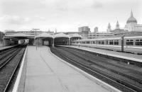 Looking north along platform 4 at Blackfriars in August 1993 towards the station concourse. The dome of St Pauls Cathedral dominates the right background.<br><br>[Bill Roberton&nbsp;26/08/1993]