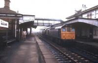 A pair of class 25 locomotives running through Gobowen station in March 1985.<br><br>[Ian Dinmore&nbsp;/03/1985]
