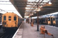 The lower level platforms at Willesden Junction in January 1989, with a 2-car EPB unit on the left and a Euston bound 2-car 313 boarding on the right.<br><br>[Ian Dinmore&nbsp;12/01/1989]