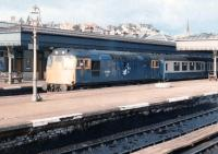 A Dundee - Glasgow train calls at Stirling on 20 October 1981 behind 27004.<br><br>[John Furnevel&nbsp;20/10/1981]