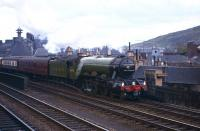 4472 <I>Flying Scotsman</I> with <I>'Pegler's Pullman'</I> about to run into Waverley's east end platforms on 9 May 1964 following its journey north from Doncaster. [See image 25500]<br><br>[Frank Spaven Collection (Courtesy David Spaven)&nbsp;09/05/1964]