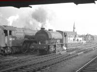J94 0-6-0ST no 68075 stands alongside A1 Pacific 60130 <I>Kestrel</I> at the south end of Doncaster station in July 1961.<br><br>[K A Gray&nbsp;29/07/1961]