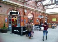 The 'traditional' concourse at Birmingham Moor Street, with punning cafe, on Friday 9th November 2012. [see image 27204]<br><br>[Ken Strachan&nbsp;09/11/2012]