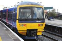 165117 stands at the platform at Didcot on 26 April 2013.<br><br>[Peter Todd 26/04/2013]
