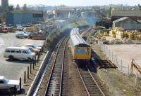 An Exmouth line DMU approaching Exeter Central in the 1980s.<br><br>[Ian Dinmore&nbsp;//]