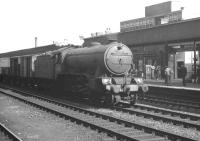 K3 2-6-0 no 61954 with an up goods passing through Doncaster in September 1962.<br><br>[K A Gray&nbsp;01/09/1962]