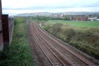 An October 2001 view west over the site of the former junction for Clydebank East, the 1882 terminus of the Glasgow, Yoker and Clydebank Railway.  The continuation of 1897 to Dalmuir is to the right. Clydebank East station closed in 1959 [see image 7524].<br> <br><br>[Ewan Crawford&nbsp;13/10/2001]
