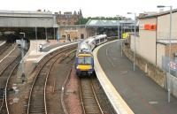 A Dundee - Glasgow service leaves Perth's platform 1 in June 2006. <br><br>[John Furnevel&nbsp;15/06/2006]