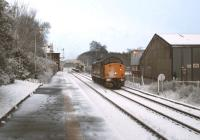 A class 37 coming off a spell of snowplough duty runs through Brundall station in March 2005.<br><br>[Ian Dinmore&nbsp;/03/2005]