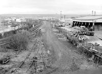 Looking south from Station Road bridge, Grangemouth, in November 1987. The former station stood on the right. <br><br>[Bill Roberton&nbsp;21/11/1987]