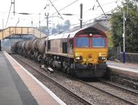 DBS 66130 passes through Glengarnock station on 29 September 2014 with the Mossend (ex Antwerp) china clay tanks to Caledonia Paper, Irvine.<br><br>[Bill Roberton&nbsp;29/09/2014]