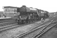A3 60050 <I>Persimmon</I> and B1 61128 run light through Doncaster station on 28 July 1962.<br><br>[K A Gray&nbsp;28/07/1962]