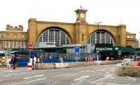 The cluttered frontage at Kings Cross in July 2005.<br><br>[John Furnevel&nbsp;23/07/2005]