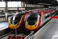 Twins - Glasgow Central and Manchester Piccadilly Virgin Pendolinos at London Euston in 2005.<br><br>[John Furnevel&nbsp;23/07/2005]