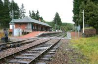 The West Highland station at Tulloch looking towards Glasgow in September 2005. Note the old water tower base on the right. Originally opened as <I>Inverlair</I> in 1894, it was renamed <I>Tulloch for Loch Laggan and Kingussie</I> the following year, before the current shortened version was eventually adopted.   <br><br>[John Furnevel&nbsp;26/09/2005]