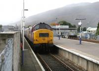 Fort William portion of the Highland Sleeper stands ready to board on 27 September 2005.<br><br>[John Furnevel&nbsp;27/09/2005]