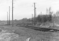 A desolate looking Oakley yard in 1986 just prior to track lifting, view  north towards Comrie Colliery.<br><br>[Grant Robertson&nbsp;//1986]