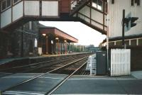 Looking south through Broughty Ferry station in October 1997. Photograph taken from the level crossing through the arch of the unique signal box / footbridge. [See image 2916]<br> <br><br>[David Panton&nbsp;23/10/1997]