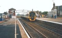An Aberdeen-bound 158 arrives at Carnoustie in July 1998.<br> <br><br>[David Panton&nbsp;17/07/1998]