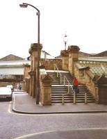 The Calton Road entrance to Waverley station in July 1994. Note the complete lack of signage compared with today.<br><br>[David Panton&nbsp;03/07/1994]