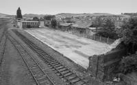 Looking south from St Leonard's Bridge over the demolished NBR loco shed with the powerbox beyond.<br><br>[Bill Roberton&nbsp;/07/1988]