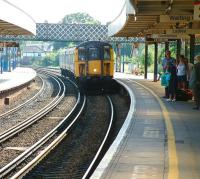 A Southampton bound train arriving at Brockenhurst platform 2 in July 2002.<br><br>[Ian Dinmore&nbsp;26/07/2002]
