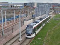 Tram 256 passes the Edinburgh Gateway construction site.<br><br>[Bill Roberton&nbsp;06/04/2016]