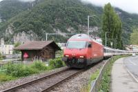 A SBB train from Interlaken Ost to Bern and Basel negotiates the single line round the back of Interlaken and approaches Interlaken West station. Electric locomotive, 460-001 <I>Lotschberg</I> would be the <I>first of class</I> in the UK but that honour goes to 460-000 <I>Grauholz</I> on the Swiss Federal Railways. 119 RE 460 locomotives were built in the 1990s. [See image 25957] for a predecessor at the same location in 1962.<br><br>[Mark Bartlett&nbsp;19/06/2016]