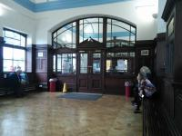 The 1990s restoration of the ticket hall has now matured to the extent of that it almost looks original. The ticket office is beyond the doors.<br><br>[David Panton&nbsp;28/09/2016]