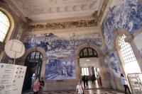 This is the most highly decorated station building entrance hall I have ever seen. Sao Bento Station.<br><br>[Alastair McLellan&nbsp;21/05/2016]