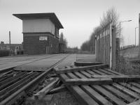 Alloa West Junction signalbox looking west.  Signalling was still in place but all was disused. Although the line west was out of use in 1985 official closure was on the 20th of December 1987<br><br>[Bill Roberton&nbsp;//1987]