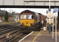 66133 southbound through Eastleigh at 1215 hours on 11 January 2017.<br><br>[Peter Todd&nbsp;11/01/2017]