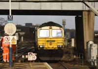 Freightliner 66589 southbound through Eastleigh on 11 January 2017. The locomotive is about to pull up for a crew change.<br><br>[Peter Todd&nbsp;11/01/2017]