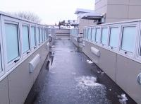 Brrr – I've shut all the windows and there's still a cold draught! <br> The new footbridge at Hyndland station unexpectedly features what appear to be <I>al fresco</I> double glazed window panels. <br><br>[Colin McDonald&nbsp;21/01/2015]