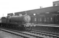Locally based O4 2-8-0 63858 runs south through Doncaster station on the centre road on 31 May 1963 hauling a rake of mineral wagons.<br><br>[K A Gray&nbsp;31/05/1963]
