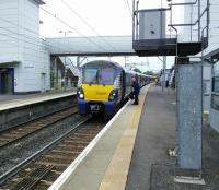 An Edinburgh to Milngavie service changes drivers at Airdrie on 17/06/2017.<br><br>[David Panton&nbsp;17/06/2017]