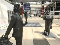 Ken Dodd about to tickle Bessie Braddock outside the temporary Virgin first class lounge at Liverpool Lime Street. The bronzes were installed in 2009.<br><br>[Colin McDonald&nbsp;20/06/2017]