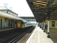 View west along platform 2 at Hove station in May 2002.<br><br>[Ian Dinmore&nbsp;17/05/2002]