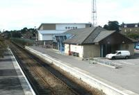 View west over Elgin station in September 2004, looking towards Inverness. <br><br>[John Furnevel&nbsp;12/09/2004]