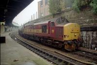 37 hauled freight in Dundee station heading east.<br><br>[Ewan Crawford&nbsp;//]