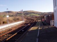 Girvan (New) station looking south towards Stranraer.<br><br>[William Tollan&nbsp;09/02/2006]
