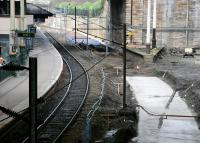 Looking west along Waverley's platform 19 on 26 February 2006 with work underway in connection with the provision of the additional through platform on the north side.<br><br>[John Furnevel&nbsp;26/02/2006]