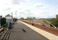 A deserted Lochgelly station on a warm and pleasant May afternoon in 2005. View is south west towards Cowdenbeath.<br><br>[John Furnevel&nbsp;29/05/2005]