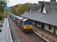 DRS 66423 passes through Dunkeld & Birnam with the Inverness - Mossend intermodal on 17th October 2017.<br> <br> <br><br>[Bill Roberton&nbsp;17/10/2017]