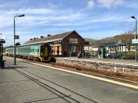 The 1402 to Birmingham International draws into Porthmadog on an warm autumn day in 2017:'<br><br>[Colin McDonald&nbsp;17/10/3017]