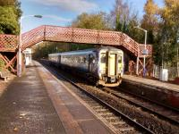 An East Kilbride train calls at Giffnock on 11 November 2017. The fine<br> footbridge would be a casualty of electrification, but it would be a price<br> worth paying, I think.<br> <br> <br><br>[David Panton&nbsp;11/11/2017]