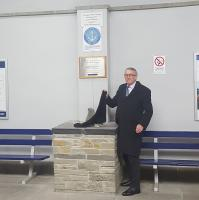 Jamie Stone MP unveiling the latest Jellicoe Express plaque at Thurso Station on 5th October 2017.<br><br>[John Yellowlees&nbsp;05/10/2017]